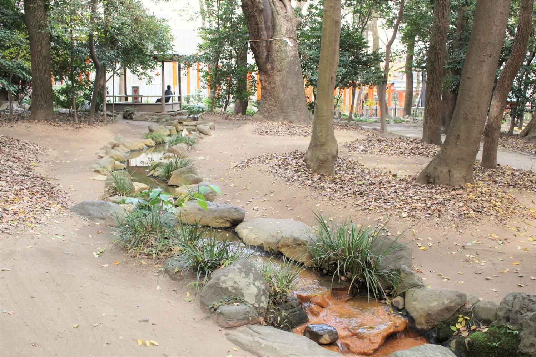 生田の森に流れる川