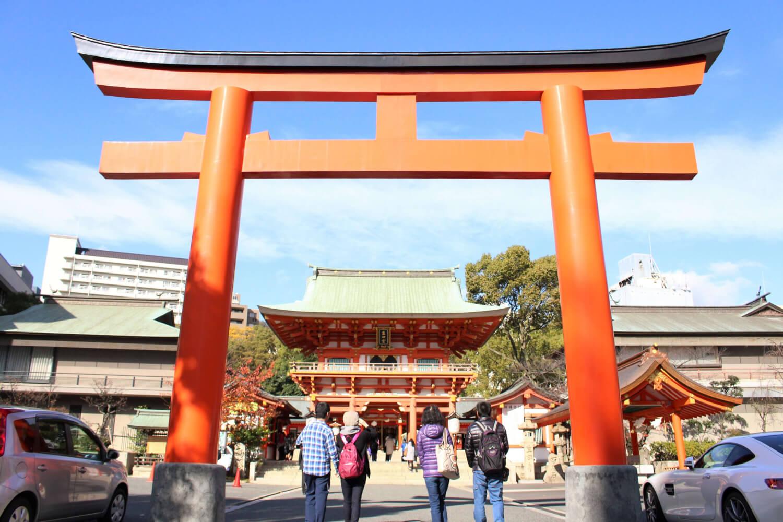 若くみずみずしく、縁を結ぶ神様をまつる生田神社の鳥居