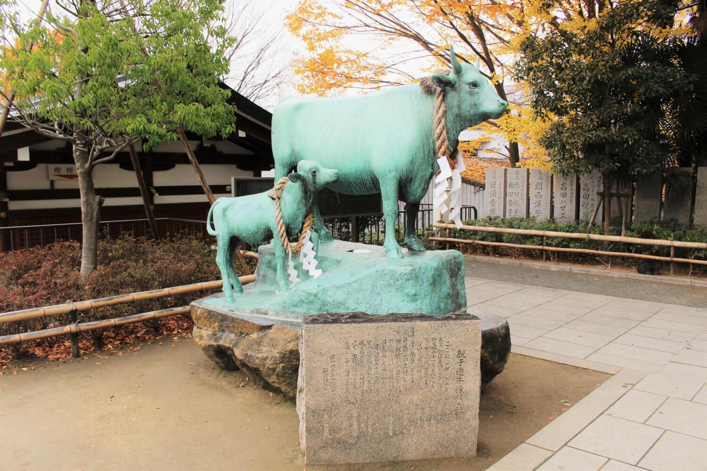 親子連牛像