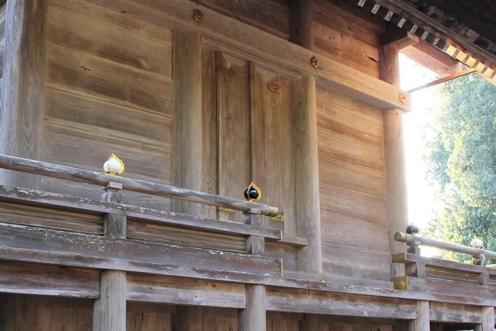 御本殿の背面扉