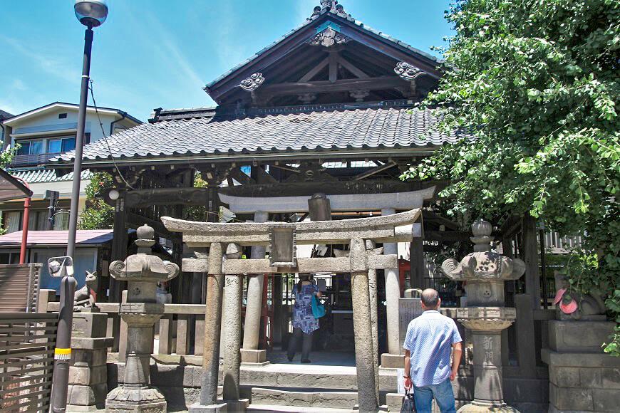 浅草神社の末社、被官稲荷神社