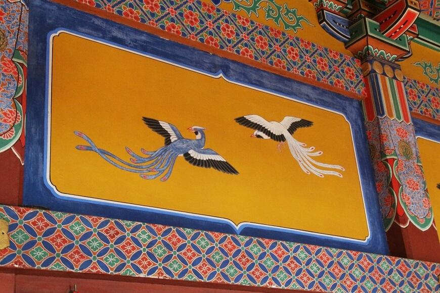 浅草神社の社殿に描かれた鳳凰