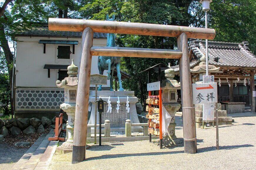 賀茂神社 神馬像前の鳥居