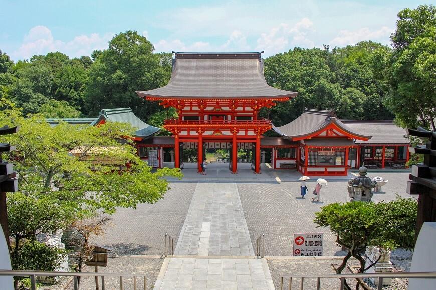 外拝殿から見える楼門は必見