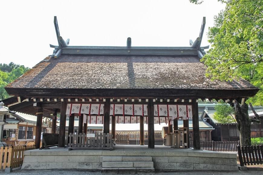大鳥大社の拝殿を横から見てみよう