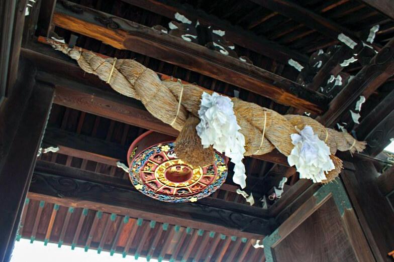 大阪天満宮の表大門の上にある方位盤