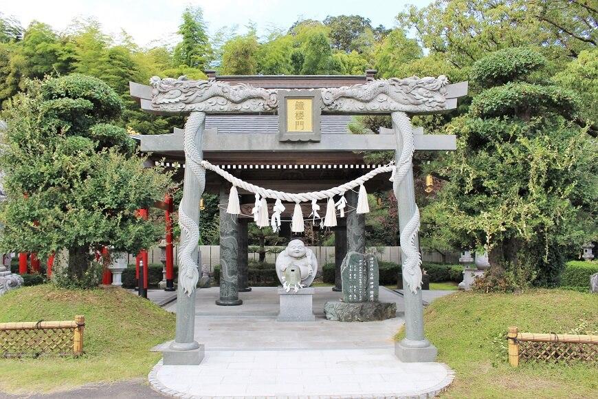田村神社の楼閣門前にある鳥居