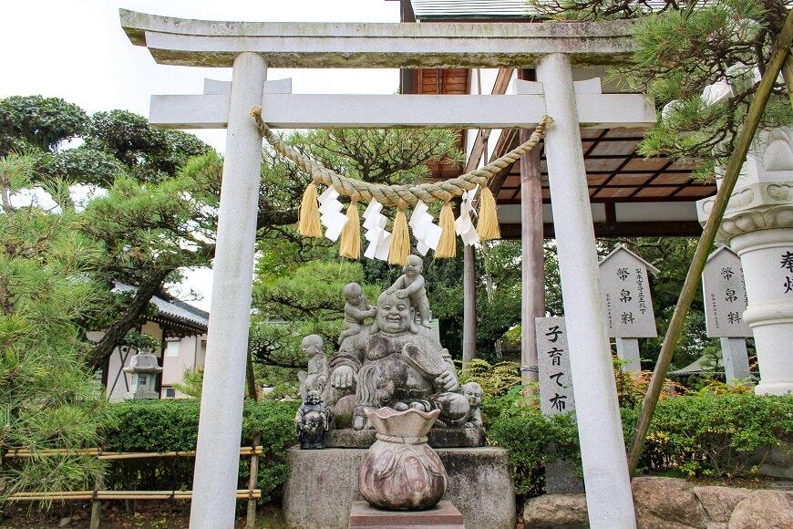 田村神社の「子育布袋尊」