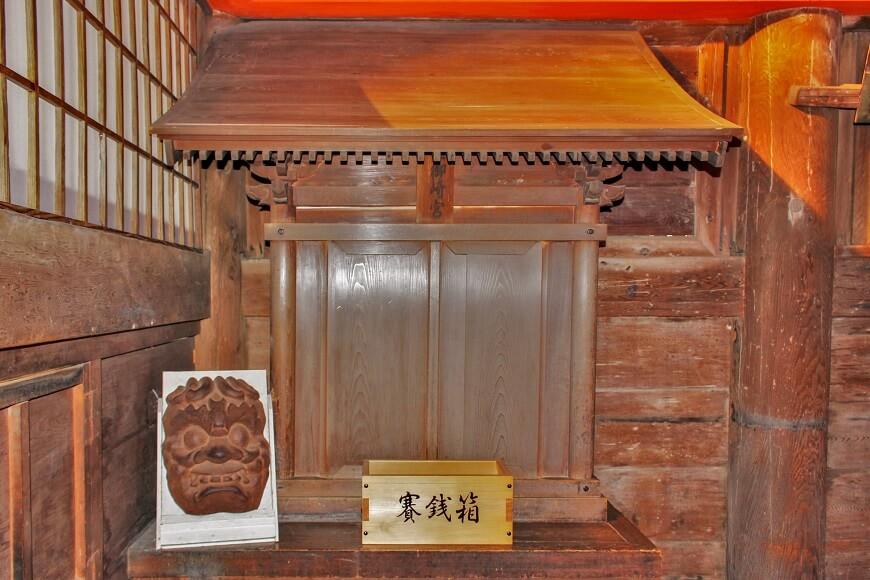 吉備津神社の本殿内にある艮御崎宮は温羅(鬼)をまつっている