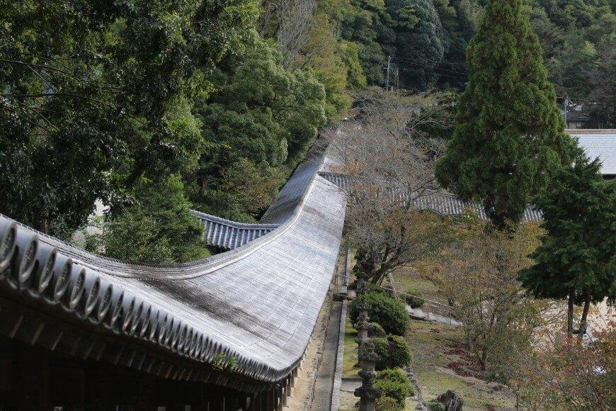 吉備津神社の南隋神門から伸びる廻廊