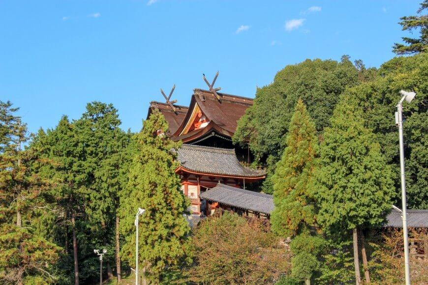 吉備津神社の本殿と隋神門と廻廊が一緒に見える絶景