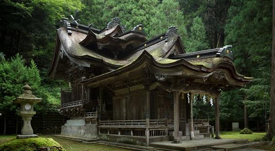 岡太神社・大瀧神社 紙の神様をまつる唯一の神社、日本一複雑な社殿建築