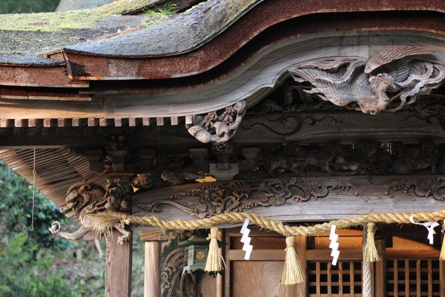 岡太神社、大瀧神社の社殿には彫刻が施されている