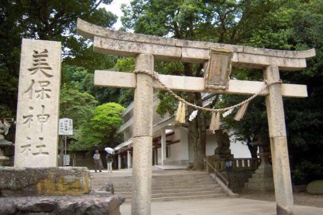 島根県にある美保神社のアクセス、住所、電話番号などの説明です。