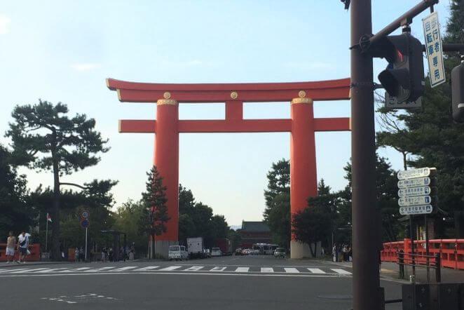 京都府の平安神宮のアクセス、住所、電話番号などの説明です。