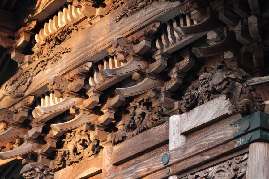 岡太神社、大瀧神社の背面の複雑な彫刻