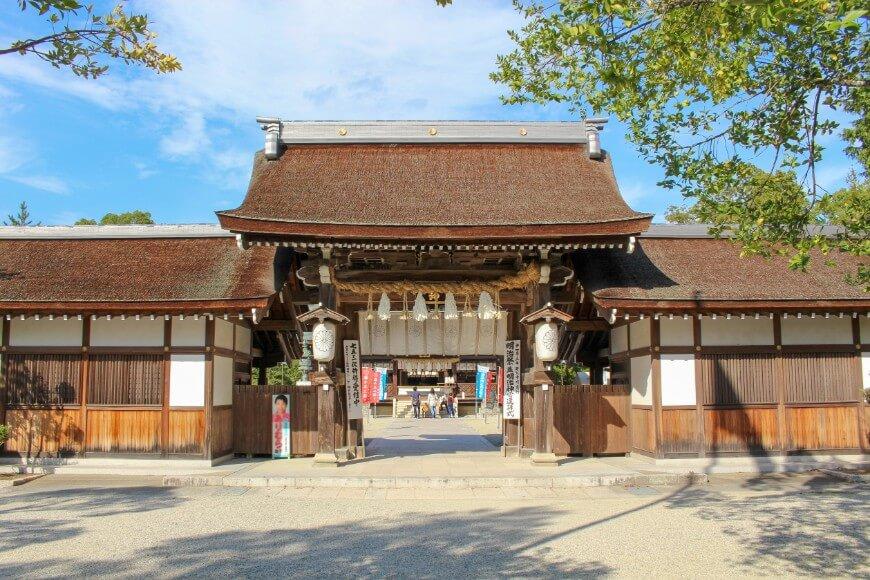 明治時代に再建された伊弉諾神宮の正門