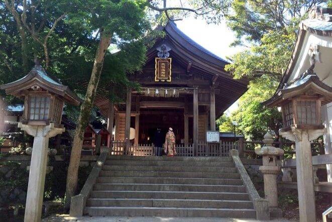 福岡県にある志賀海神社のアクセス、住所、電話番号などの説明です。