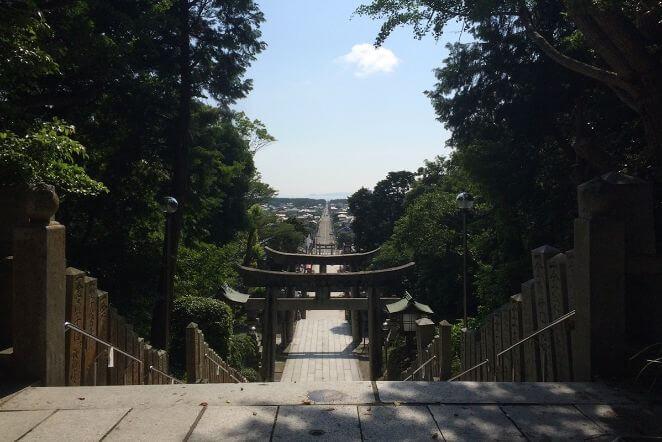福岡県にある宮地嶽神社のアクセス、住所、電話番号などの説明です。