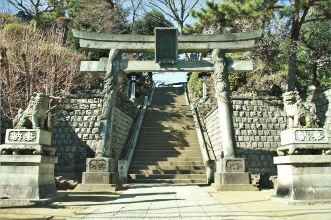 東京都にある品川神社のアクセス、住所、電話番号などの説明です。