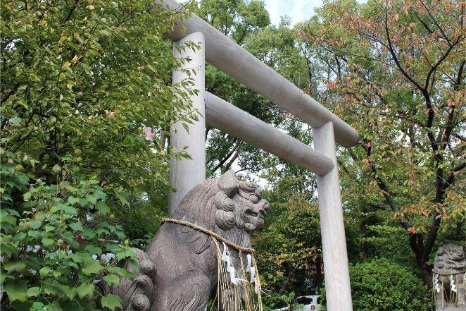 堀越神社の鳥居と狛犬