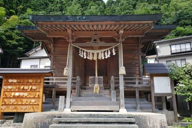 山形県にある温泉神社のアクセス、住所、電話番号などの説明です。