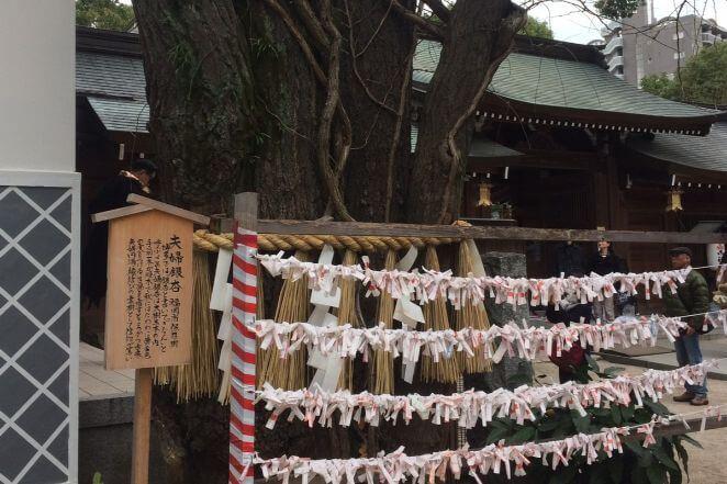 福岡県にある櫛田神社のアクセス、住所、電話番号などの説明です。
