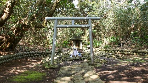 東京 優婆夷宝明神社~優婆夷宝明神社と、石が伝える信仰の物語~