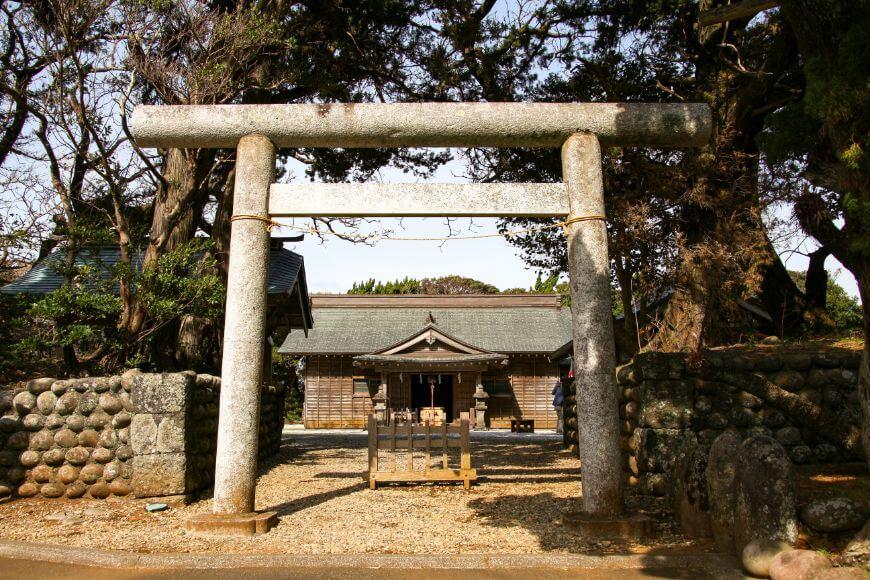八丈島の総鎮守 式内社 優婆夷宝明神社