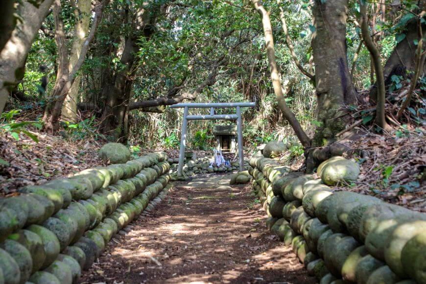 八丈島にある優婆夷宝明神社の摂社・末社