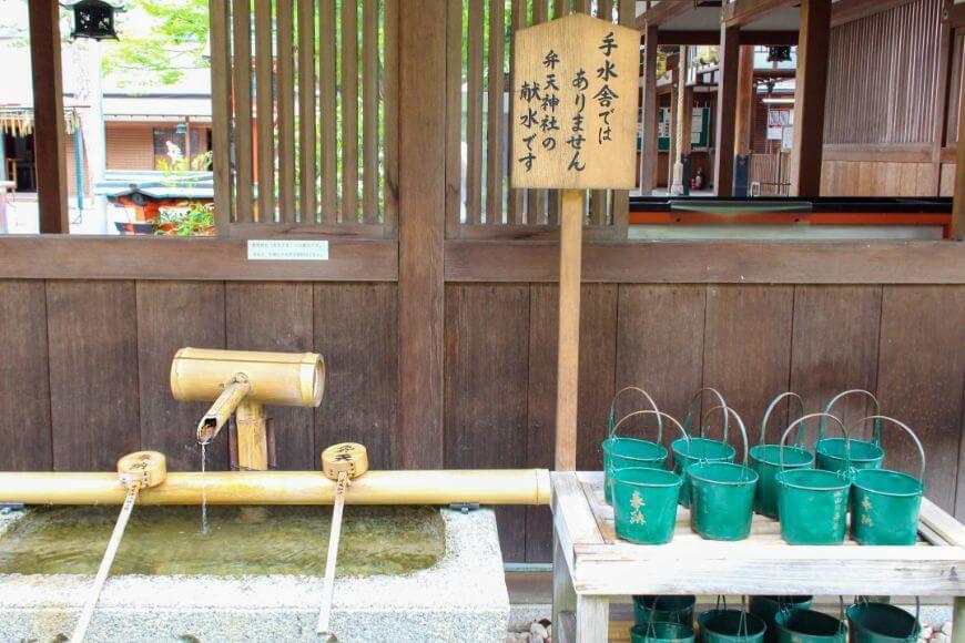 車折神社の献水
